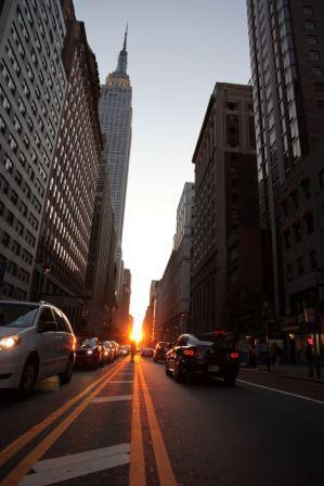 Manhattanhenge34thstreetmay2009-thumb